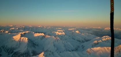 Die ersten Sonnenstrahlen über Stubaier und Ötztaler Alpen